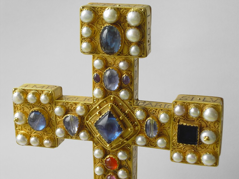 Detailaufnahme Reliquienkreuz