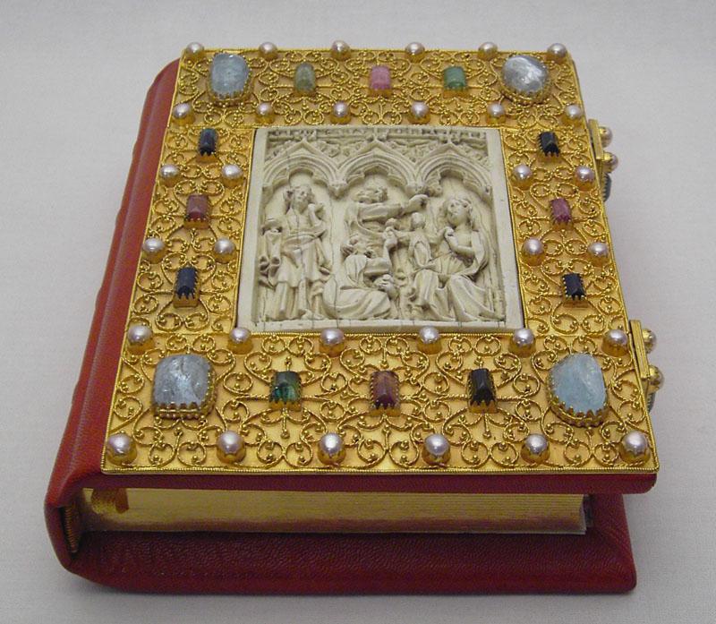 Anfertigung eines Notizbuchs im Stil der Gotik