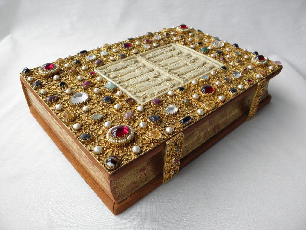Hochmittelalterlicher Edelstein-Prachteinband