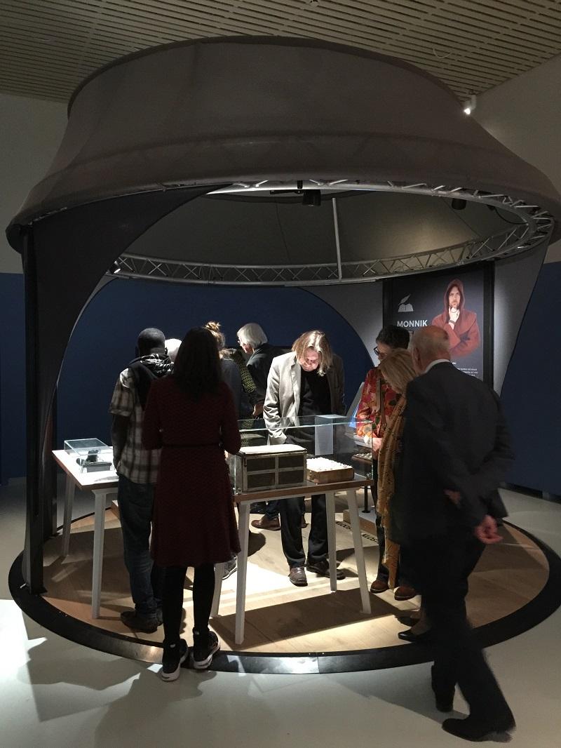 Edelsteinbucheinband im Museum Valkhof