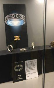 Unsere Repliken des Ring von Paußnitz im Museumsshop des Landesmuseums Halle