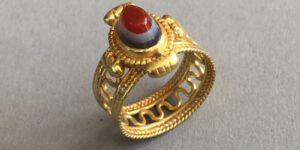 Spätrömischer Ring mit Lagenachat