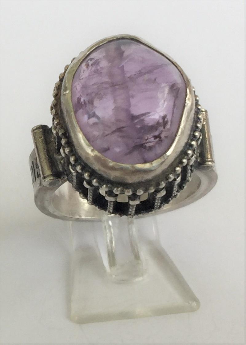 010404 Ring Silber Mittelalter Arkadenfassung Amethyst
