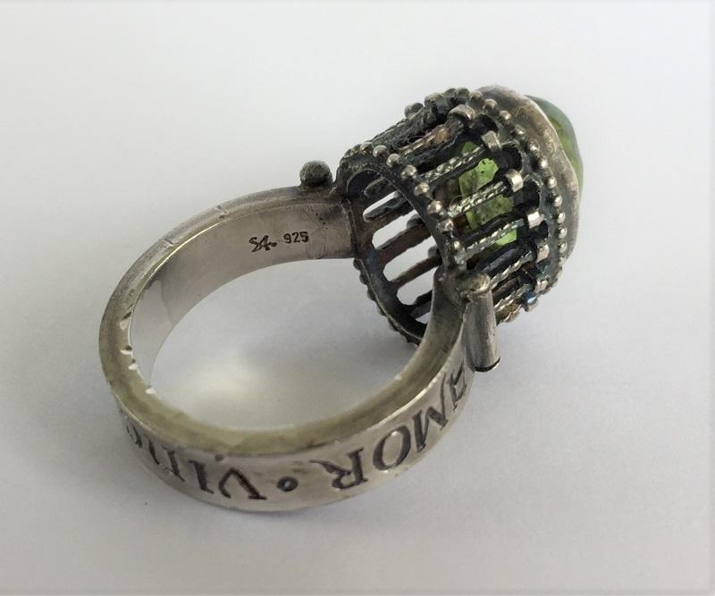 010503 Ring Silber Mittelalter Arkadenfassung Peridot Olivin