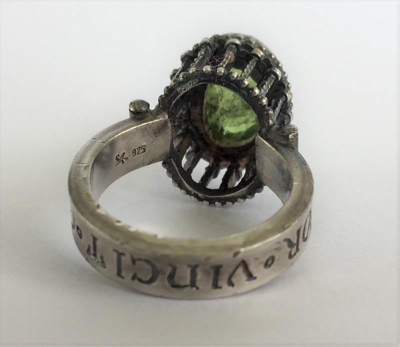 010504 Ring Silber Mittelalter Arkadenfassung Peridot Olivin