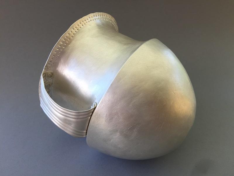 Fertiger Silberbecher vor der Feuervergoldung