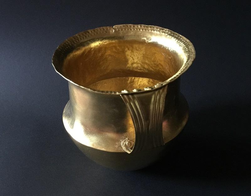 Becher aus Gold